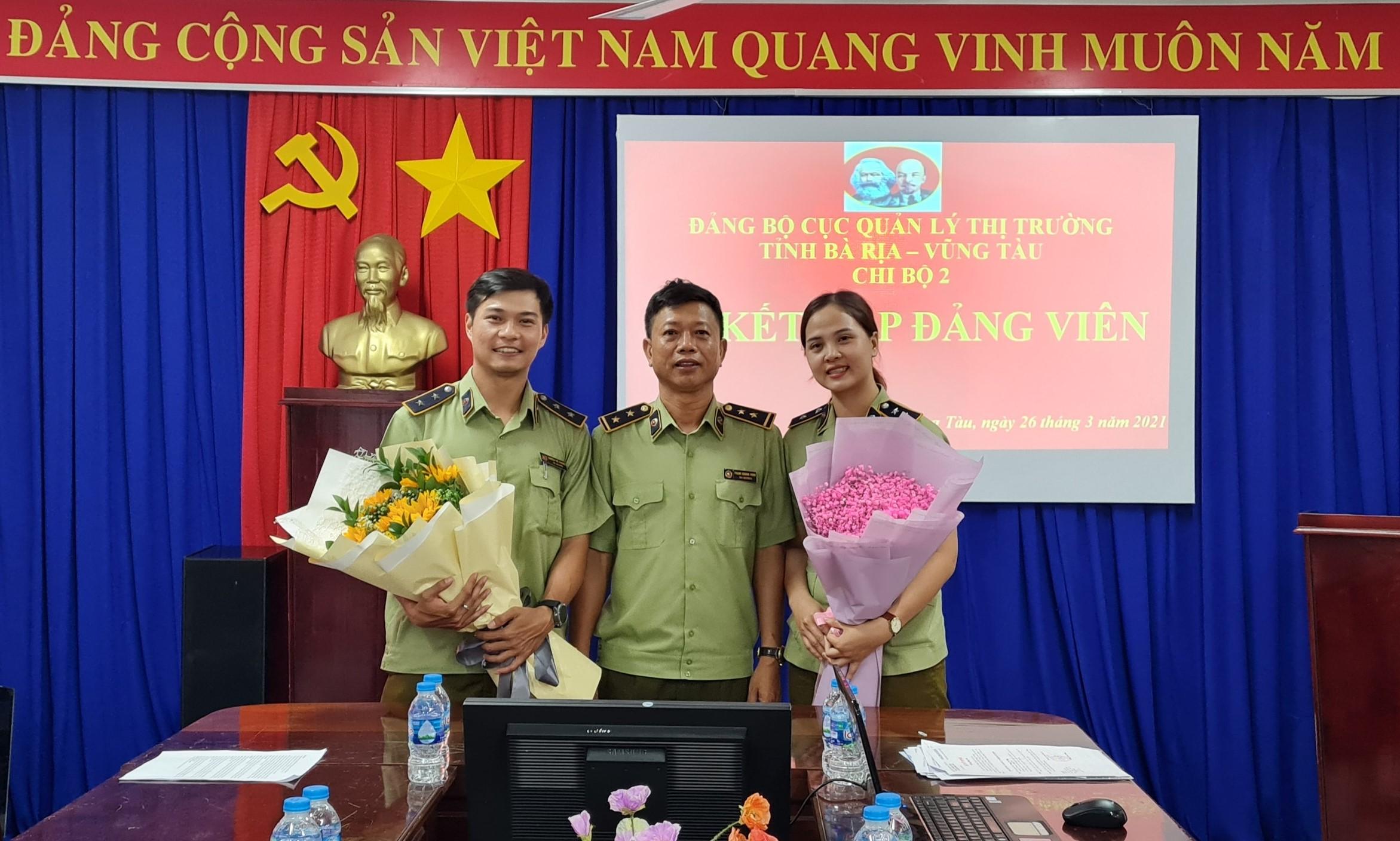 Lễ kết nạp Đảng viên thuộc Chi bộ 2 Đảng bộ Cục QLTT tỉnh Bà Rịa - Vũng Tàu